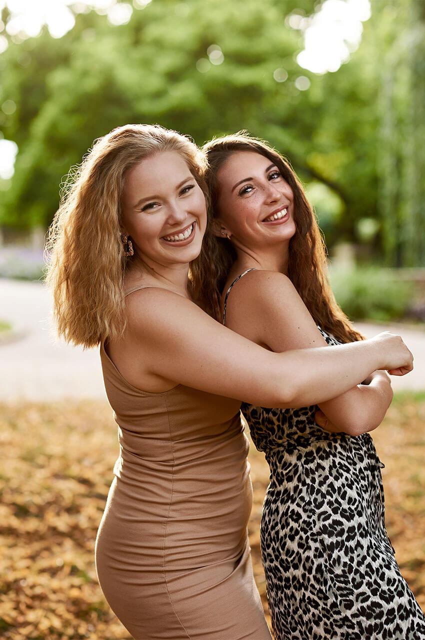 Michelle und Vivien Freundinnen Shooting by Mona Strieder Photography