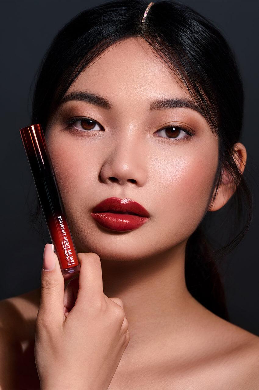 Love Me Liquid Lipstick MAC Cosmetics; Foto Mona Strieder